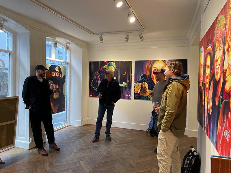Udstilling i Bredgade 22 i København, udstilling, maleriudstilling, malerier i kraftige farver, popart, malerier med kendte personer, malerier på bestilling, malerier til min stue, portrætmalerier med kendte personer,kunstmaler Allan Buch, buchpaintings, buchpaintings.dk